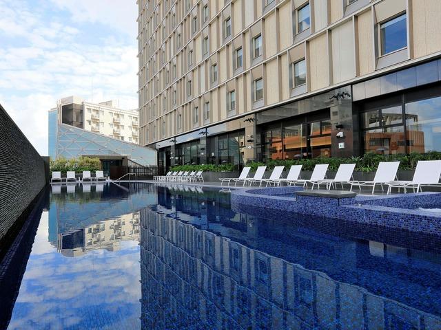 ホテル コレクティブ アウトドアプール(4~10月)